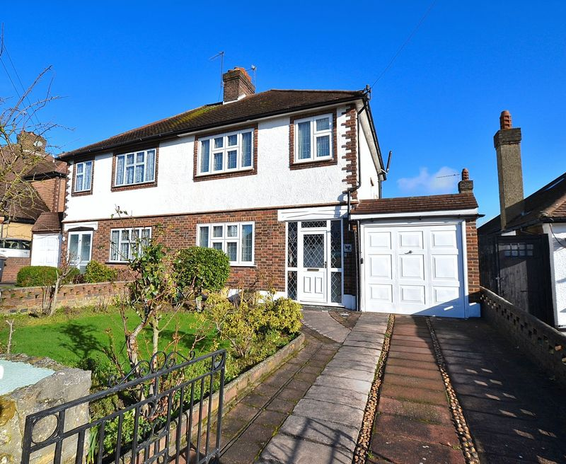3 Bedrooms Semi Detached House for sale in Hilldown Road, Bromley