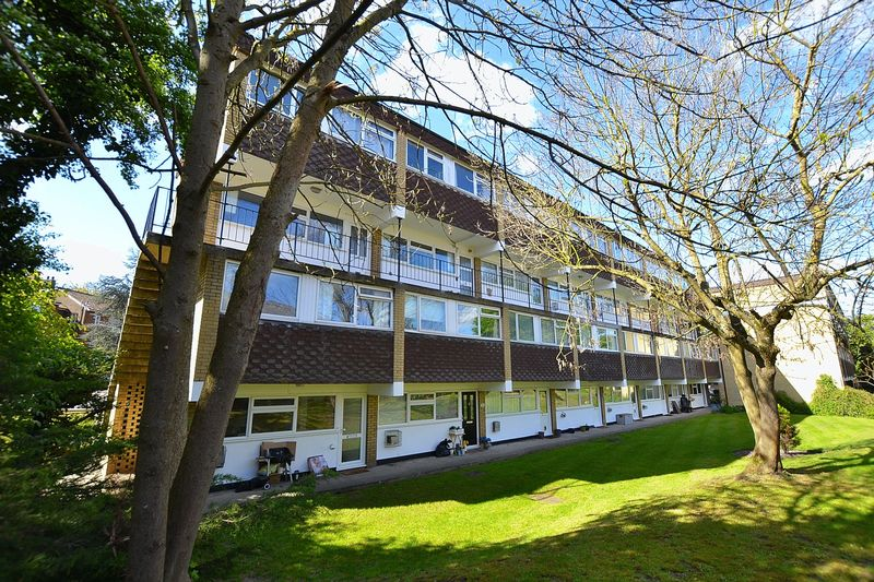 2 Bedrooms Flat for sale in Meycroft, Bourne Way,