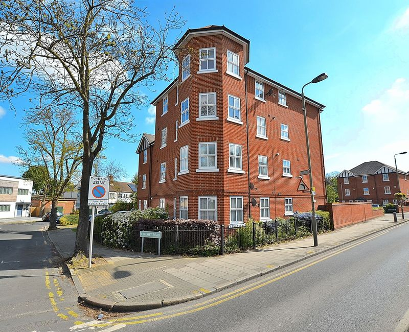 2 Bedrooms Flat for sale in Dairy Close, Bromley