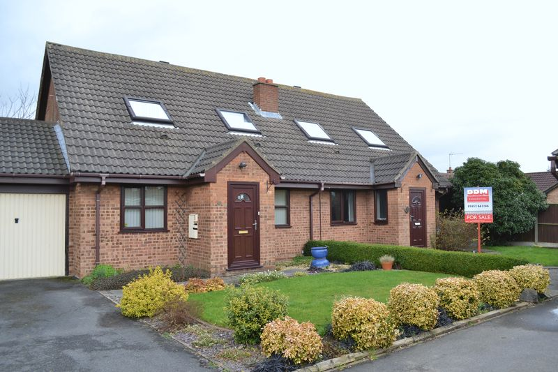 3 Bedrooms Semi Detached House for sale in Princess Drive, Barton-Upon-Humber