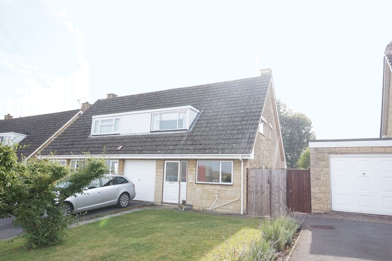 3 Bedrooms Semi Detached House for sale in Oldbury Orchard, Churchdown, Gloucester