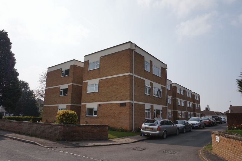 2 Bedrooms Flat for sale in Hucclecote Road, Hucclecote, Gloucester