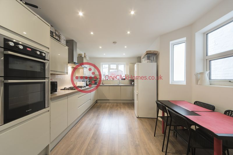 6 Bedrooms Terraced House for sale in Tyndall Road, Leyton, London