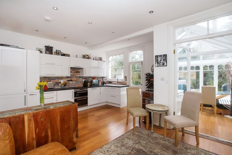4 Bedrooms Semi Detached House for sale in West Hill Road, London, SW 18