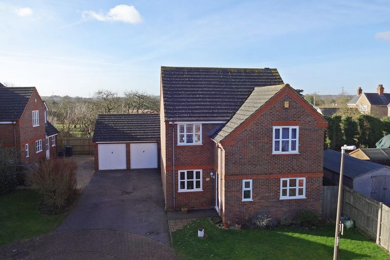 4 Bedrooms Detached House for sale in Westoning