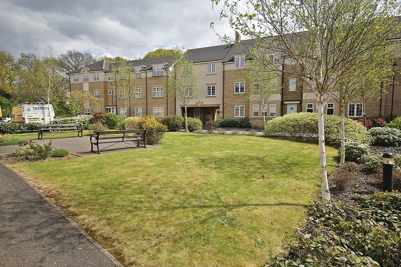 2 Bedrooms Flat for sale in The Hawthorns, Flitwick