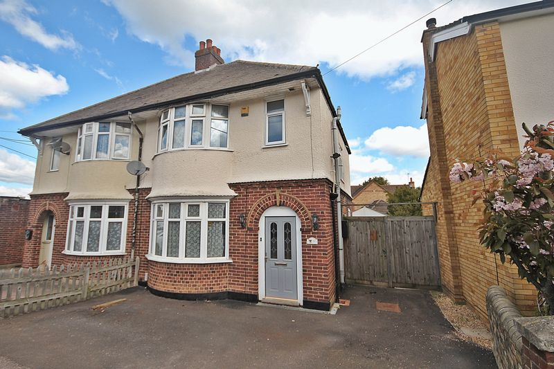 3 Bedrooms Semi Detached House for sale in Station Road, Flitwick