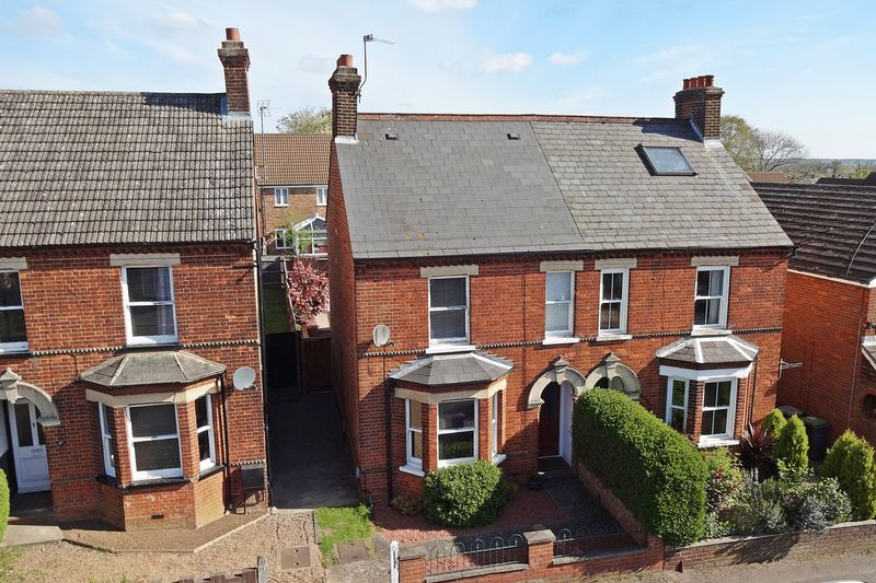 3 Bedrooms Semi Detached House for sale in Kings Road, Flitwick