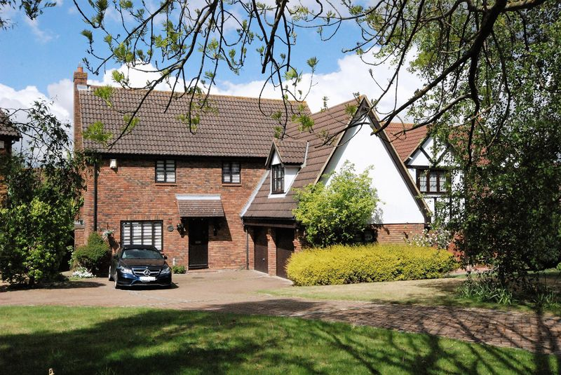 4 Bedrooms Detached House for sale in Abingdon Way, Orpington