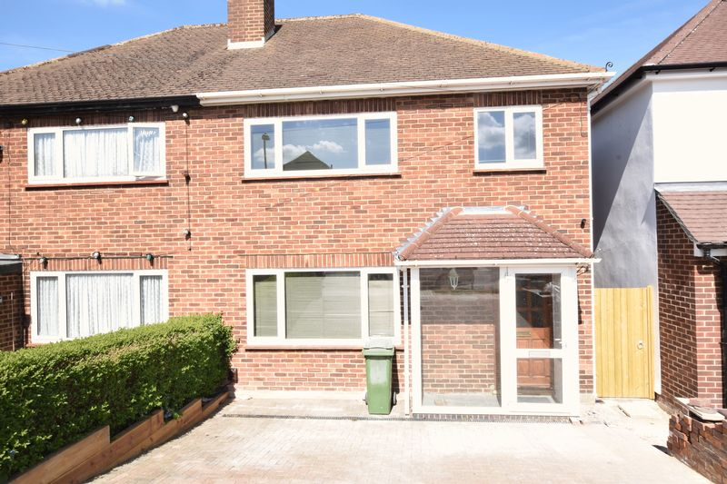 3 Bedrooms Semi Detached House for sale in Windsor Drive, Chelsfield