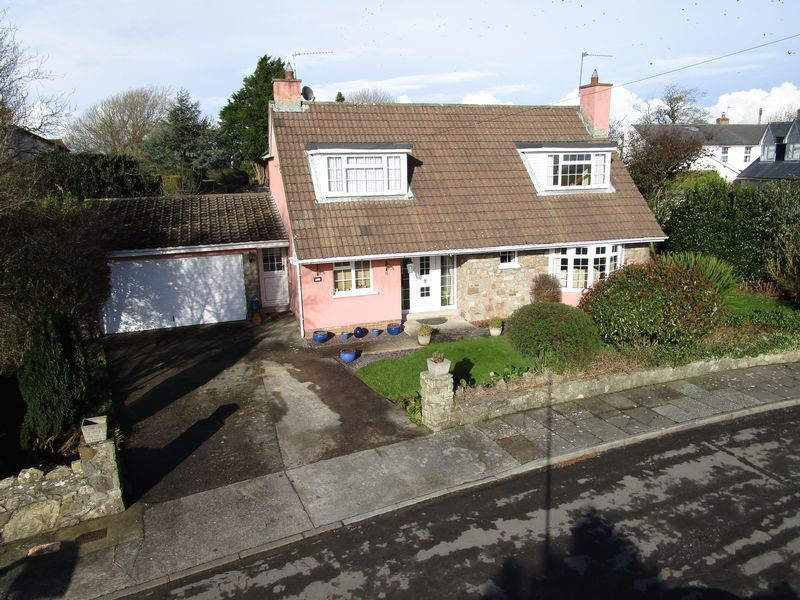 4 Bedrooms Detached Bungalow for sale in 5 Orchard Close, Siginstone, The Vale Of Glamorgan, CF71 7LY