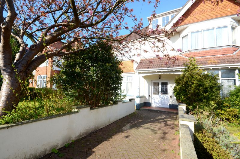 2 Bedrooms Flat for sale in Queens Park Gardens, Bournemouth