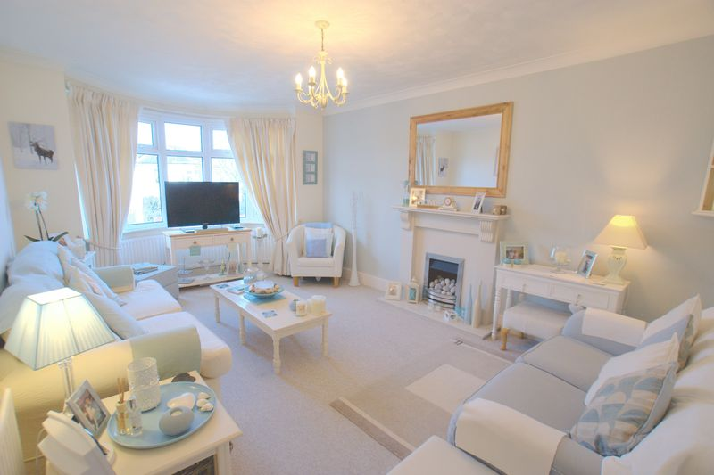 3 Bedrooms Flat for sale in Corhampton Road, Bournemouth