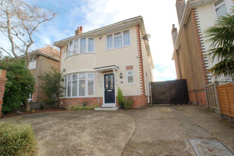 3 Bedrooms Detached House for sale in Holmfield Avenue, Bournemouth