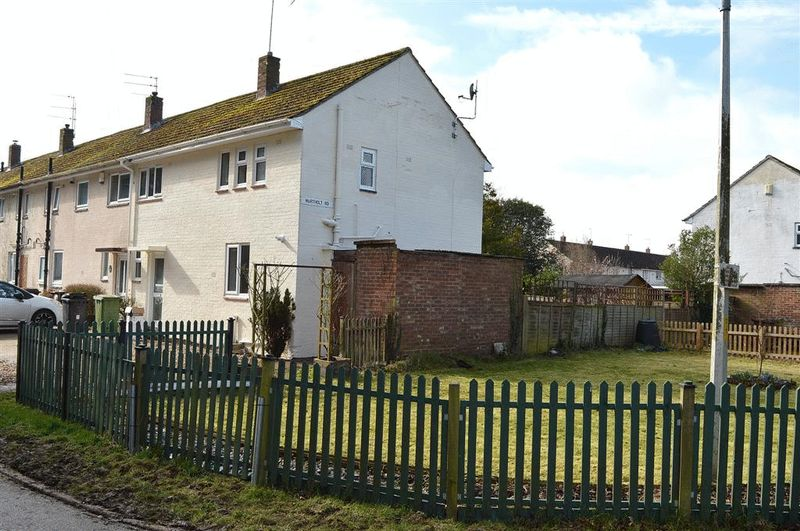 3 Bedrooms Semi Detached House for sale in Northolt Road Watton