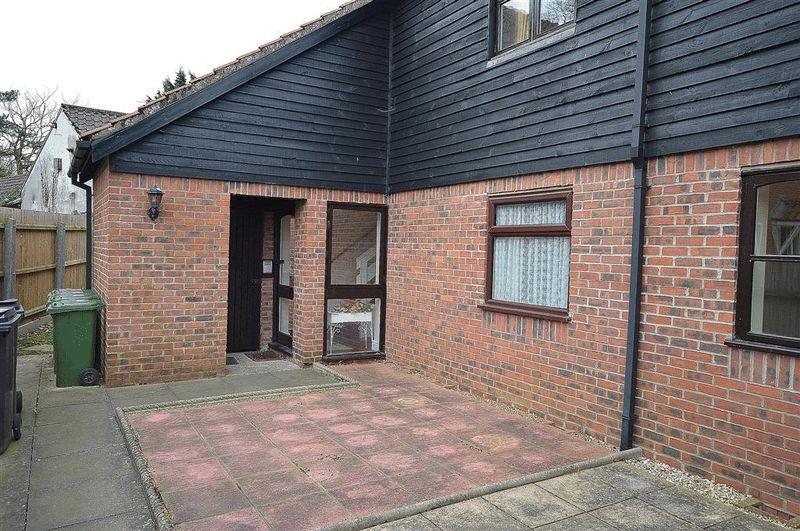 1 Bedroom Flat for sale in Manor Park Watton