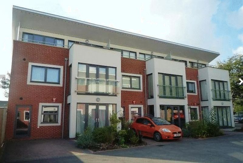 2 Bedrooms Flat for sale in Skyline Mews, High Wycombe