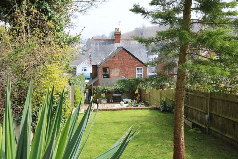 3 Bedrooms Semi Detached House for sale in Characterful Semi-Detached House