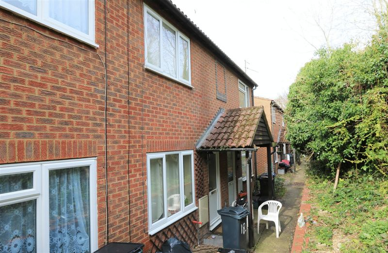 1 Bedroom Terraced House for sale in Westfield Walk, High Wycombe