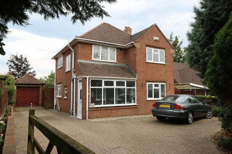 3 Bedrooms Detached House for sale in Cressex Road - Detached Family Home