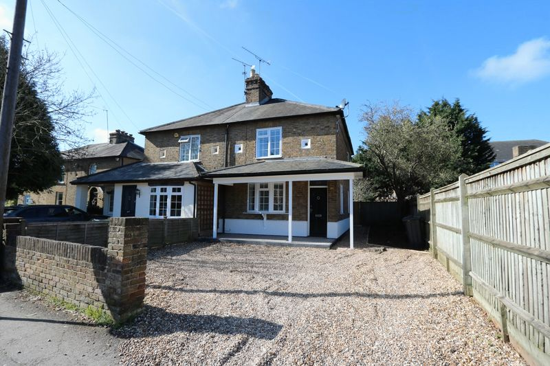 3 Bedrooms Semi Detached House for sale in Oldfield Road, Maidenhead