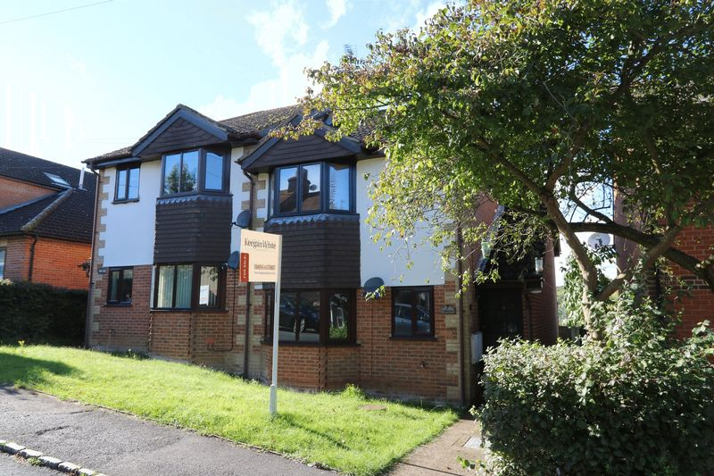 2 Bedrooms Flat for sale in King Street, High Wycombe