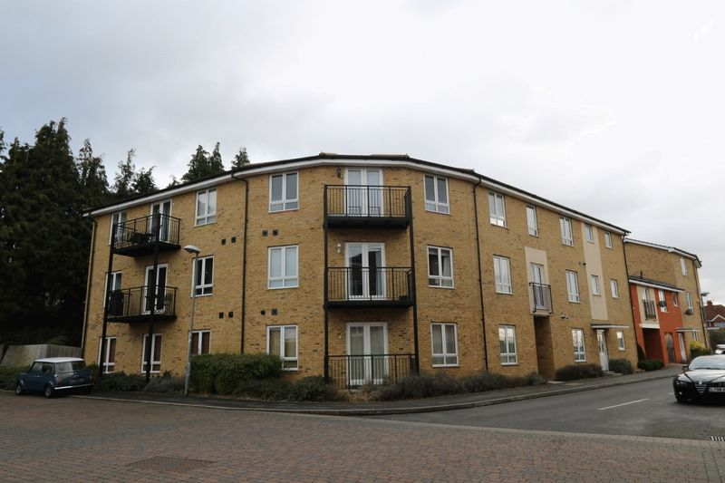 2 Bedrooms Flat for sale in The Roperies, High Wycombe