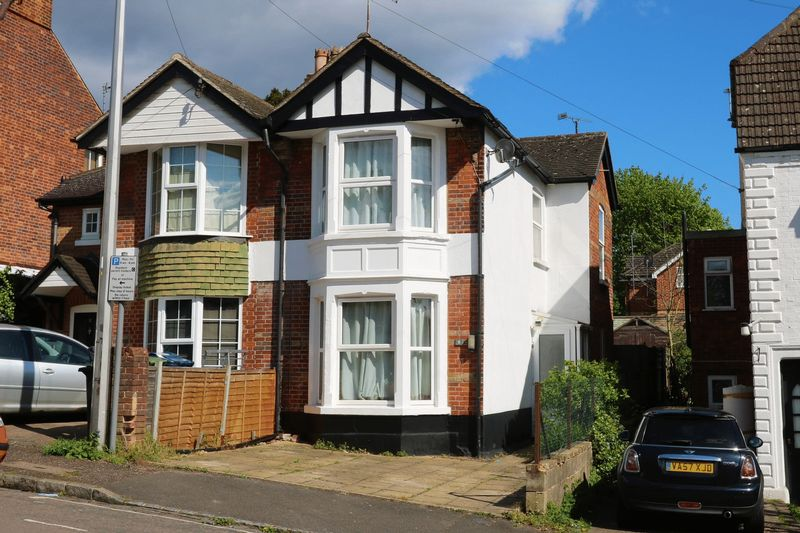 2 Bedrooms Semi Detached House for sale in Peterborough Avenue, High Wycombe