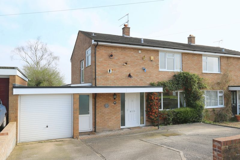 3 Bedrooms Semi Detached House for sale in Pimms Grove, High Wycombe