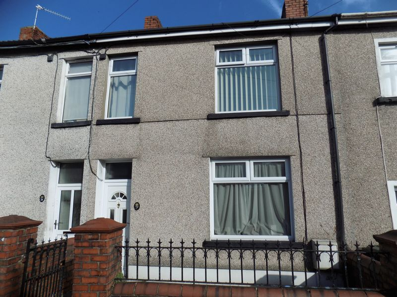 3 Bedrooms Terraced House for sale in Commercial Street, Hengoed