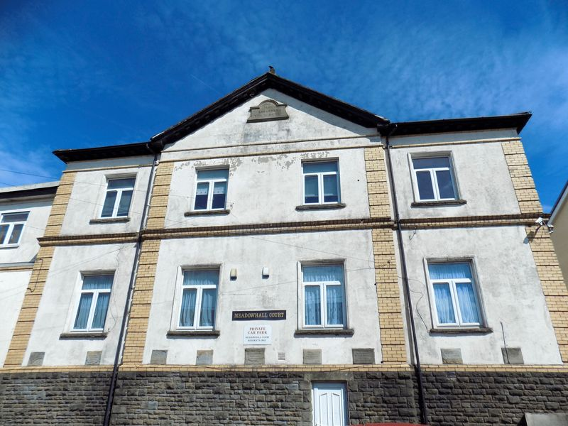 2 Bedrooms Flat for sale in Meadow Hall Court, Senghenydd