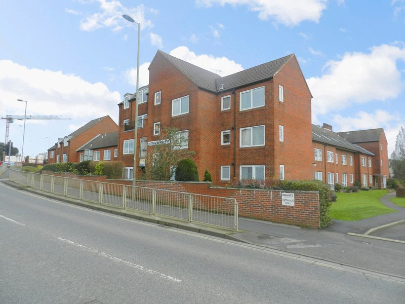 1 Bedroom Retirement Property for sale in Homewater House, Waterlooville, PO7 7JZ