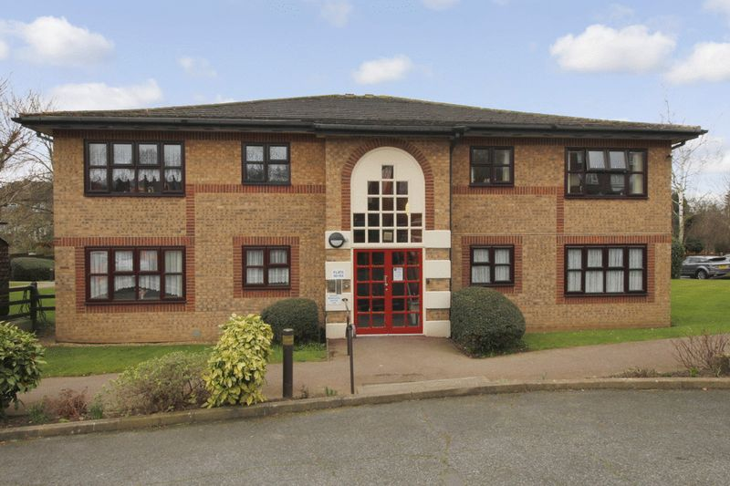 1 Bedroom Retirement Property for sale in The Herons, Hornchurch, RM12 4XA