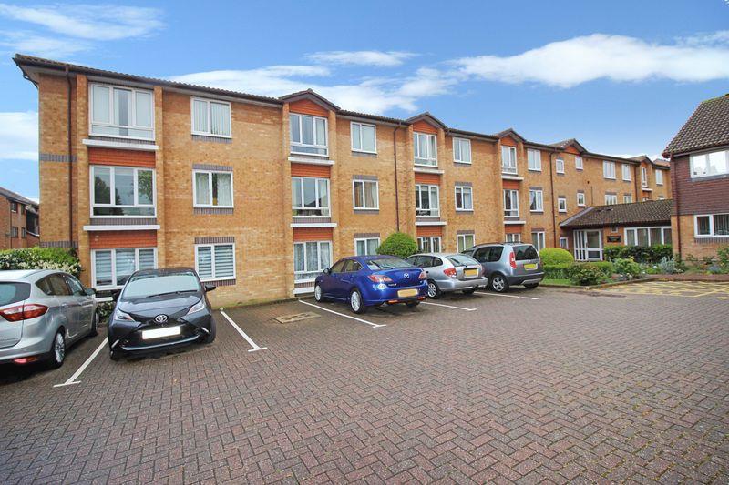 1 Bedroom Retirement Property for sale in Chesterton Court, Horsham, RH13 6SP
