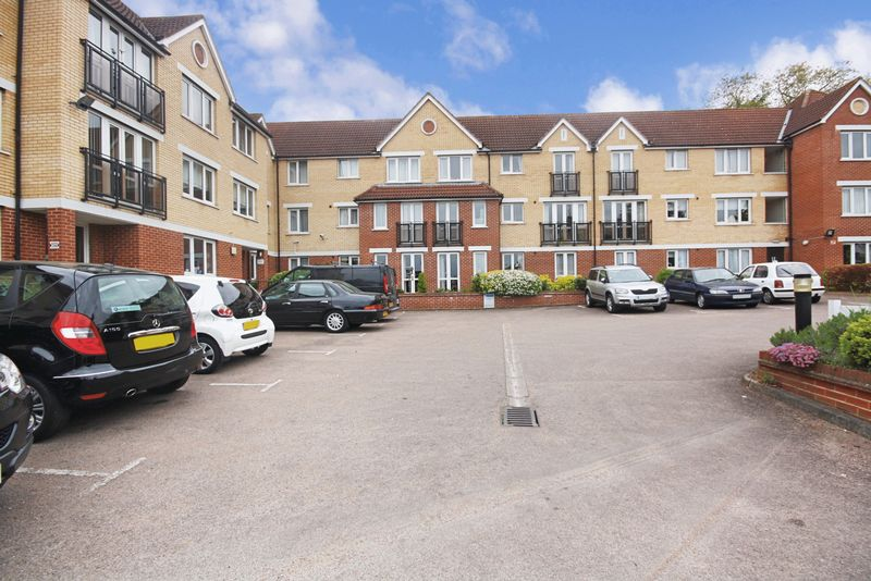 1 Bedroom Retirement Property for sale in Edwards Court, Cheshunt, EN8 8SA