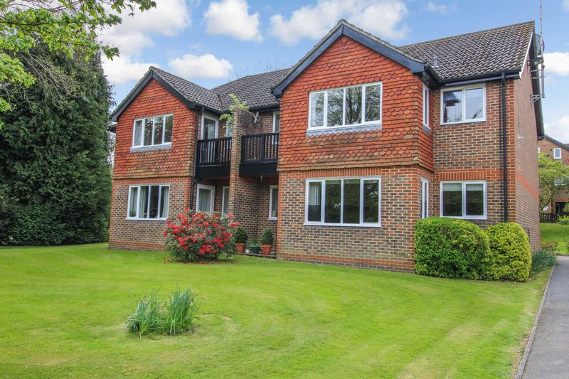 2 Bedrooms Retirement Property for sale in Oakwood Park, Forest Row, RH18 5DZ