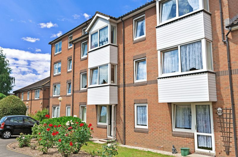 1 Bedroom Retirement Property for sale in Goldsmere Court, Hornchurch, RM11 3XY