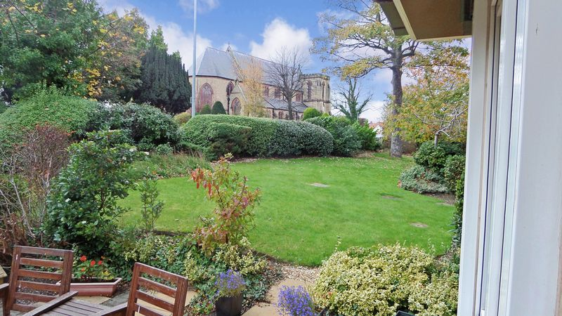 1 Bedroom Property for sale in Swn-y-Mor, Colwyn Bay, LL29 7LE