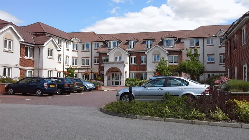 1 Bedroom Property for sale in Manton Court, Horsham, RH13 5AE