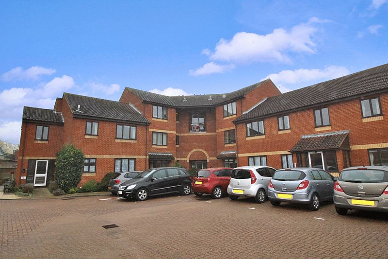 2 Bedrooms Property for sale in Weavers Court, Sudbury, CO10 1HY