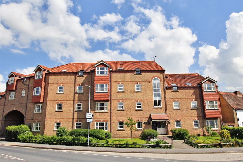 2 Bedrooms Property for sale in Betterton Court, Pocklington, YO42 2ET