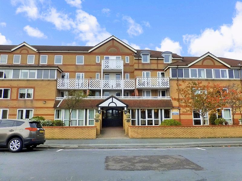 1 Bedroom Property for sale in Poplar Court, Lytham St. Annes, FY8 1NZ