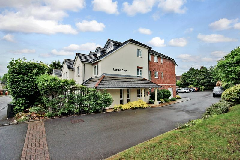 1 Bedroom Property for sale in Lynton Court, Epsom, KT17 1LF