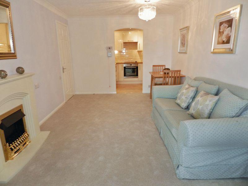 1 Bedroom Property for sale in Dene Court, Cowplain, PO8 8HD