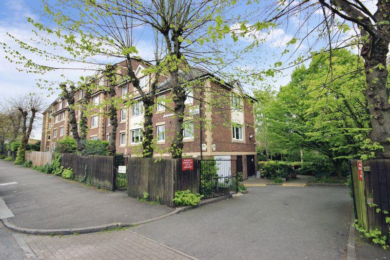 2 Bedrooms Property for sale in Homewalk House, Sydenham, SE26 4NN