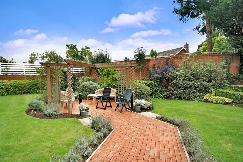 2 Bedrooms Property for sale in Roman Court, Edenbridge, TN8 5LW