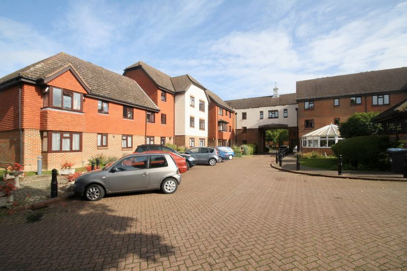 1 Bedroom Property for sale in Tudor Court, Westerham, TN16 3BB