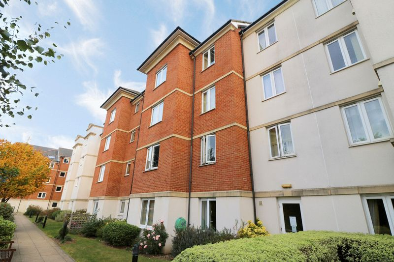 2 Bedrooms Property for sale in Darwin Court, Margate, CT9 2JX
