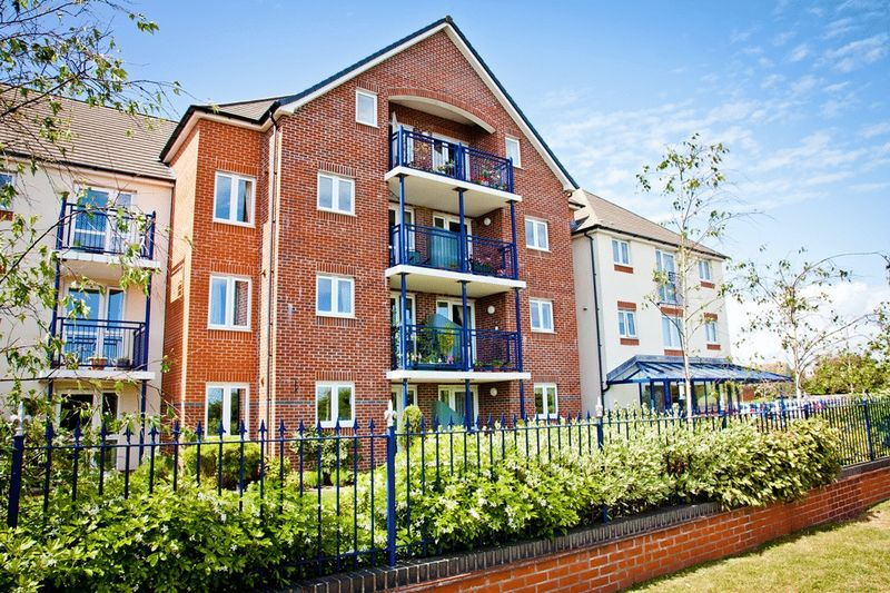 1 Bedroom Property for sale in Riverland Court, Christchurch, BH23 1JW