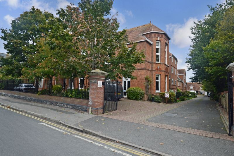1 Bedroom Property for sale in William Gibbs Court, Faversham, ME13 8RP